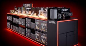 Perfekt präsentiert: Beim Fotoshooting wurden die Möbelsysteme für die aktuellen Krups Produkte ins verkaufsfördernde Licht gerückt.